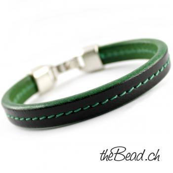 Bracelet in green color